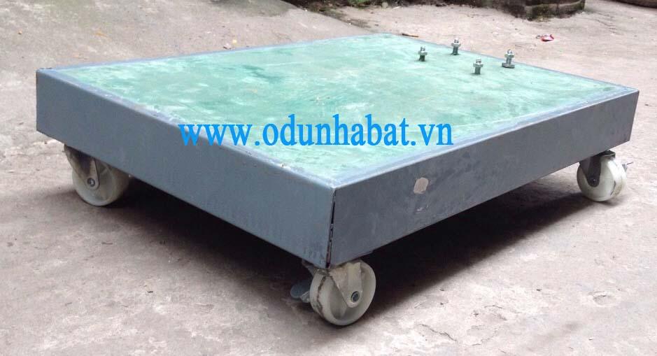 chan-be-tong-co-banh-xe-55kg011